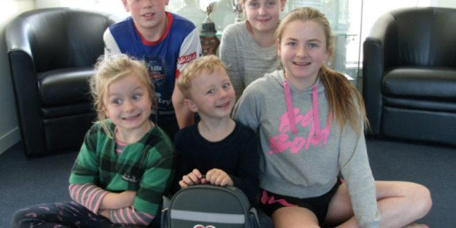 HeartSaver Winner Glen Oroua School kids with AED7000