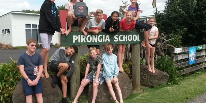 Pirongia School kids with AED7000